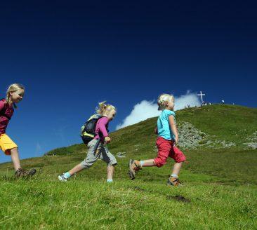 Kinder wandern © Ludwig Berchtold / Bregenzerwald Tourismus