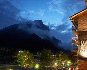 hotel_außen_nacht_terrasse_ausschnitt