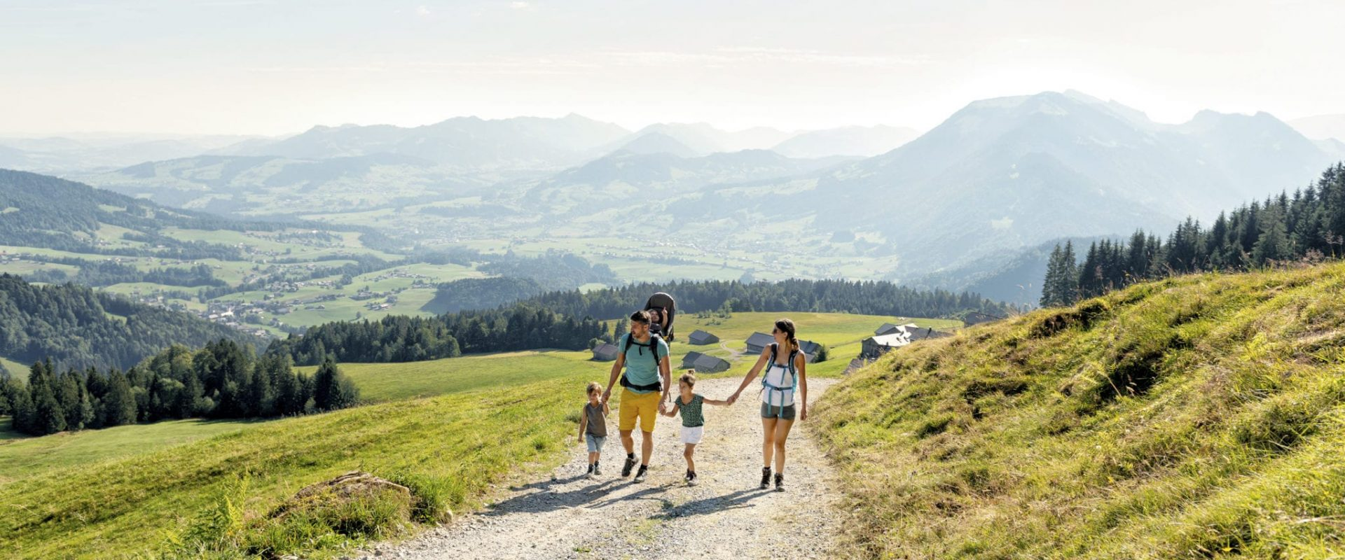 Family-oriented alpine hut hikes