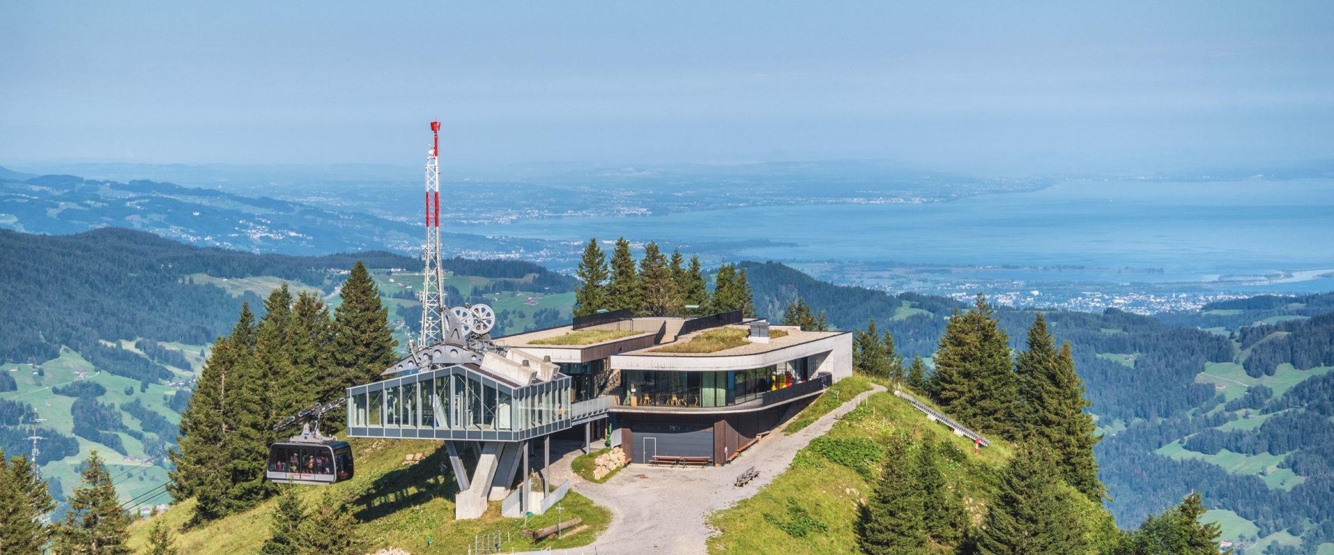 Bergstation Baumgarten Seilbahn Bezau mit Bodensee Sommer © Michael Meusburger undefined