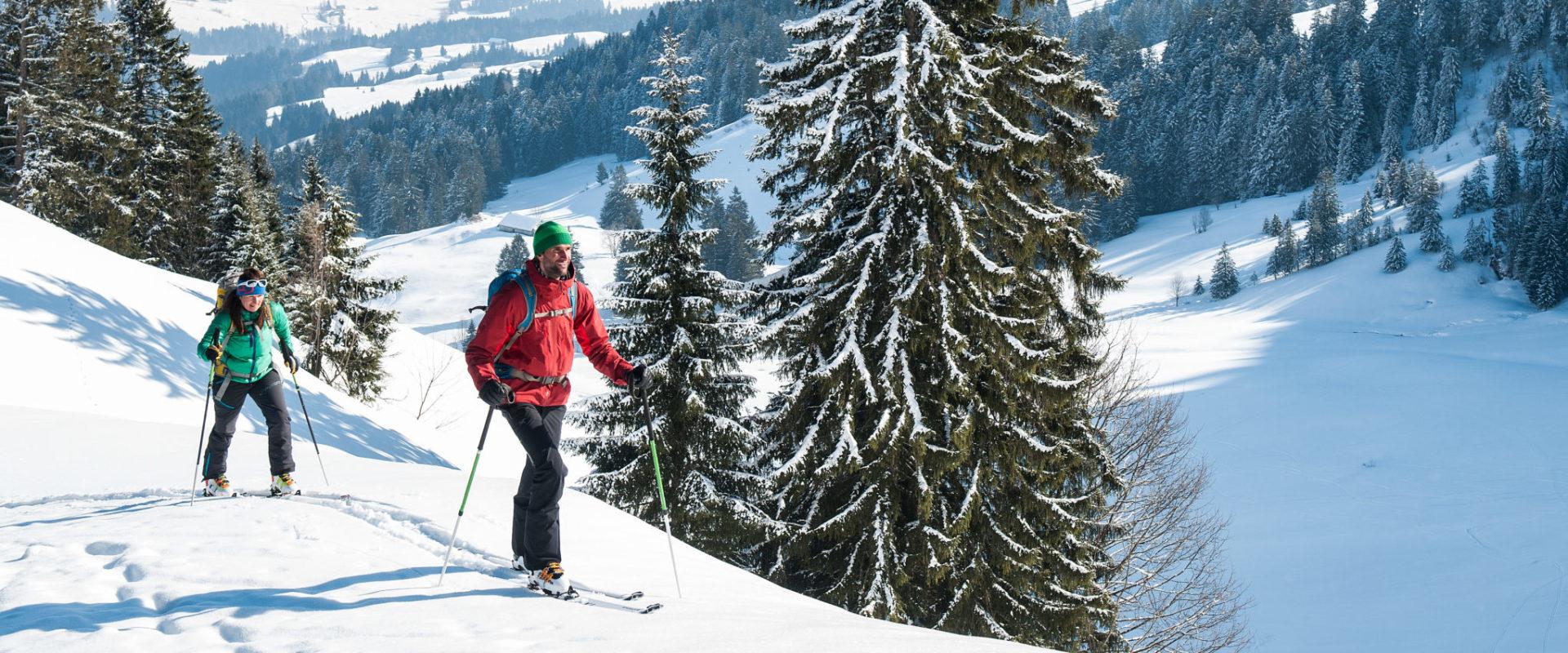 Aufstieg auf den Tristenkopf mit Sibrasgfäll im Hintergrund © Birgit Gelder - Bregenzerwald Tourismus