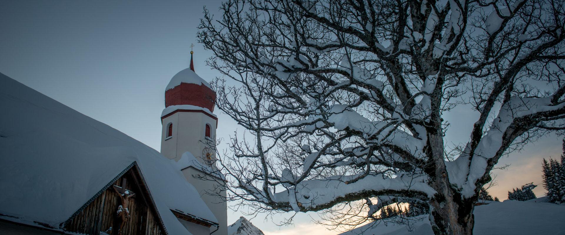 Damülser Kirche im Winter © Huber Images - Damüls-Faschina Tourismus