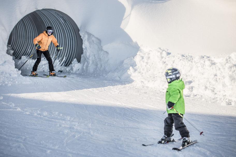 Kinder skifahren im Skigebiet Schetteregg © Emanuel Sutterlüty - Egger Liftgesellschaft (10)