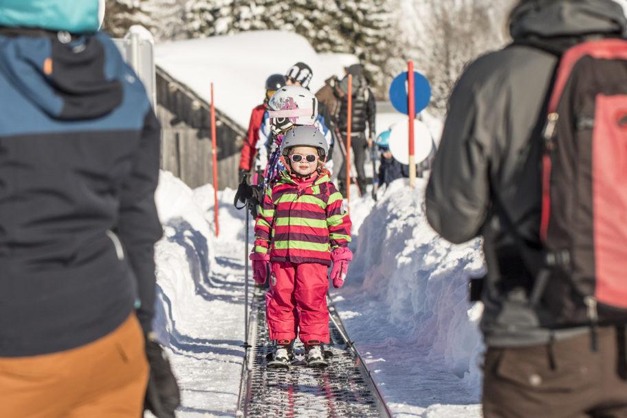 Kinder skifahren im Skigebiet Schetteregg © Emanuel Sutterlüty - Egger Liftgesellschaft (8)