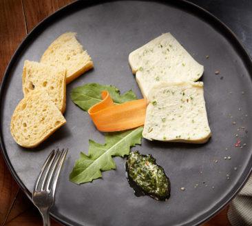 Rezept – Bergkäseterrine mit Löwenzahn-Pesto